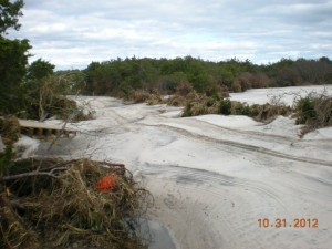 Above is the main road in the area of the fishermen's walkway, that is a piece of it in the left side. The sand was almost 7 feet deep
